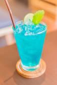 Bicchiere da cocktail blu — Foto Stock