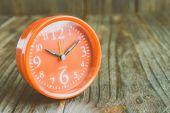 Clock on wood background — Stock Photo