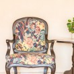 Vintage empty chair — Stock Photo #70962443