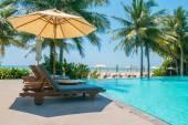 Umbrella deck pool — Stock Photo