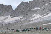 ロシア カフカス、南 belag 峠付近の山観光キャンプ — ストック写真