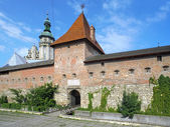 Hlyniany porte du monastère Bernardine à Lviv, Ukraine — Photo