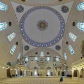 Interior of Yavuz Selim Mosque in Istanbul, Turkey — Stock Photo