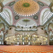 Interior of Suleymaniye Mosque in Istanbul — Stock Photo