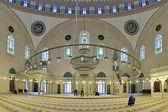 Interior of Yavuz Selim Mosque in Istanbul, Turkey — Stock Photo