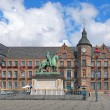 Jan Wellem equestrian monument and Old Town Hall in Dusseldorf, Germany — Stock Photo #77878570