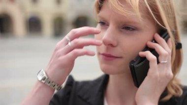 Empresaria en el teléfono — Vídeo de stock