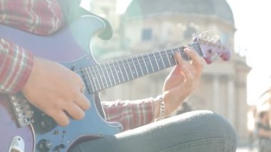 Young man playing guitar — Stockvideo