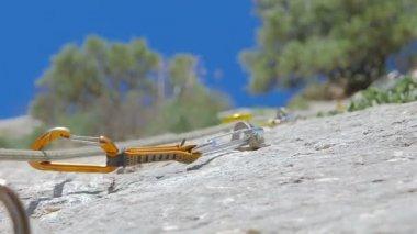 ロック クライミングの自然の中での詳細 — ストックビデオ