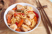 Chinese stir fried noodles with chicken — Stock Photo