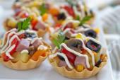 Aperitivos de vacaciones en el plato — Foto de Stock