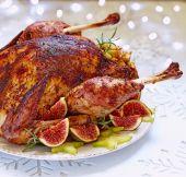 Roasted turkey with fruits — Stock Photo