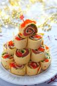 Salmon, cream cheese and iceberg lettuce pinwheels — Foto Stock
