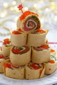 Salmon, cream cheese and iceberg lettuce pinwheels — Stock Photo
