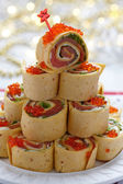 Salmon, cream cheese and iceberg lettuce pinwheels — Stockfoto