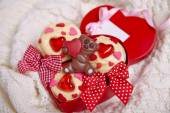 Red velvet cupcakes decorated with hearts — Stock Photo
