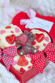 Red velvet cupcakes decorated with hearts — Photo