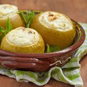 Pieczone jabłka nadziewane serkiem śmietankowym — Zdjęcie stockowe