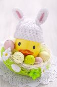 Easter decoration with little duck and eggs — Stock Photo