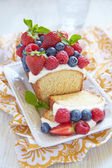 Berry cake with strawberry, raspberry and blueberry — Fotografia Stock