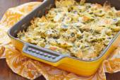 Baked pasta with spinach — Stock Photo