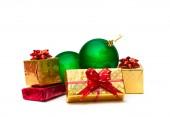 Scatole regalo dell'oro con le sfere di Natale — Foto Stock