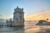 葡萄牙里斯本,欧洲-视图的贝伦塔在日落时分 (na — 图库照片