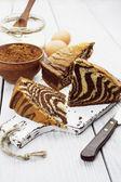 Kuchen mit Kakaopulver — Stockfoto