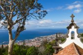 View of Funchal from the Monte. Chapel de la quinta do Monte in foreground,  Madeira, Portugal — Stock Photo