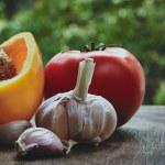 Green pepper, tomato and garlic heads — Stock Photo #76344293