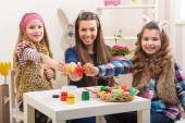 Mother and two daughters in preparation for Easter — Stock Photo