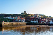 Whitby, North Yorkshire, UK - October 12, 2014:Scenic view of Whitby city and abbey in sunny autumn day, North Yorkshire, UK. — Stock Photo
