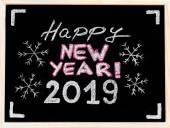 Gelukkig nieuw jaar 2019, hand schrijven met krijt op blackboard, vintage concept — Stockfoto