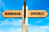 Marriage versus Divorce messages, Divorce concept — ストック写真