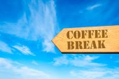 Arrow sign with Coffee Break message — Stock Photo
