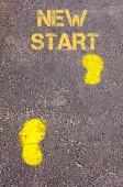 Yellow footsteps on sidewalk towards New Start message — Foto de Stock