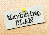 Recycled paper note pinned on cork board. Marketing Plan message. Concept Image — Fotografia Stock