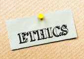 Recycled paper note pinned on cork board. Ethics Message. Concept Image — Stock Photo