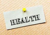 リサイクル紙のノートは、コルクボードに固定。健康メッセージ — ストック写真