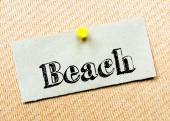 Recycled paper note pinned on cork board. Beach Message — Stok fotoğraf