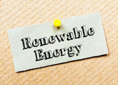 Recycled paper note pinned on cork board. Renewable Energy Message — Stock Photo