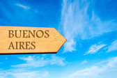 Wooden arrow sign pointing destination BUENOS AIRES — Zdjęcie stockowe