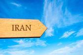 Wooden arrow sign pointing destination IRAN — Foto Stock