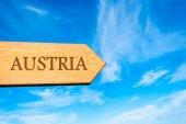 Wooden arrow sign pointing destination AUSTRIA — Stock Photo
