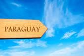 Houten pijl teken wijzen bestemming Paraguay — Stockfoto
