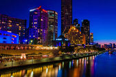 Night view over Yarra River and City Skyscrapers in Melbourne, Australia — Stock Photo