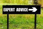 黒い金属の標識に書かれた専門家のアドバイス — ストック写真