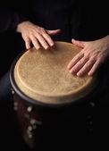 Foto di movimento di un giocatore di bongo — Foto Stock