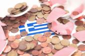ギリシャの旗を持った壊れた Piggybank — ストック写真