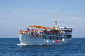 Crowded Ferry Boat off Coast of Rovinj, Croatia — Stock Photo